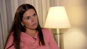 Cybelle Herminio, ex de Tom Veiga, o Louro José, é entrevistada por Roberto Cabrini (foto: Divulgação/Record)