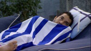 Gilberto fica chocado ao saber que existe indígena gay; brothers assistiram ao especial Falas da Terra (foto: Reprodução/Globo)