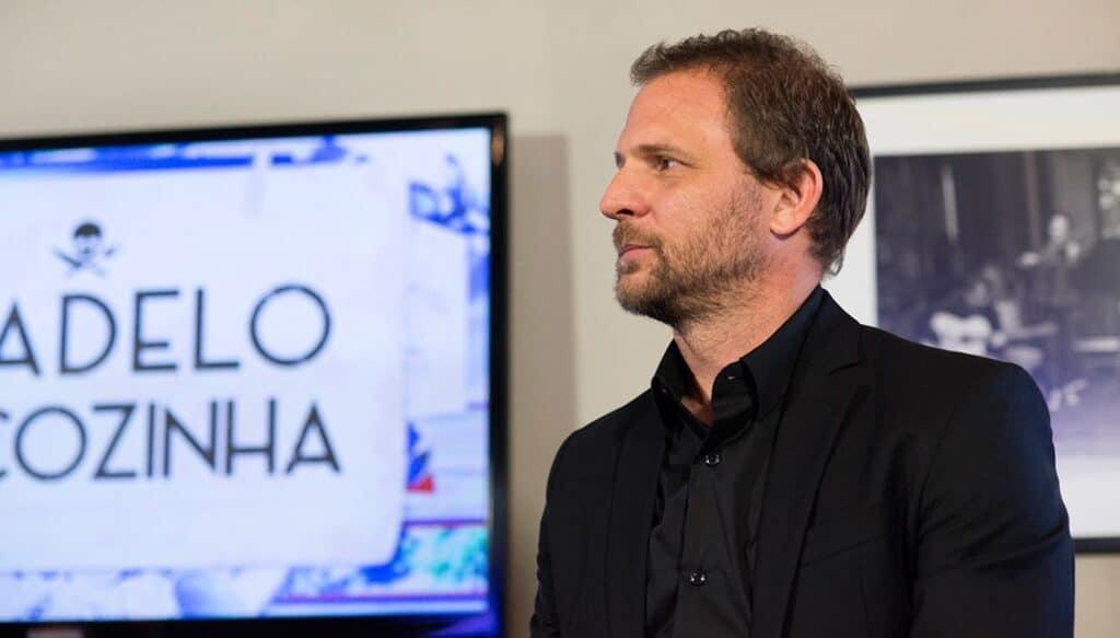 Diretor de Dony de Nuccio no SBT deixou o programa Te Devo Essa Brasil antes mesmo da estreia (foto: Reprodução)