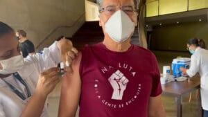 O ator Paulo Betti, de 68 anos, recebeu a primeira dose da vacina contra a covid-19 (foto: Reprodução/Instagram)