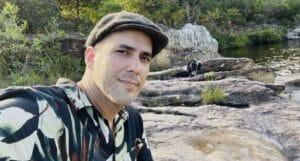André Marques posa na Serra da Canastra: ele é o novo apresentador de No Limite (foto: Reprodução/Redes Sociais)