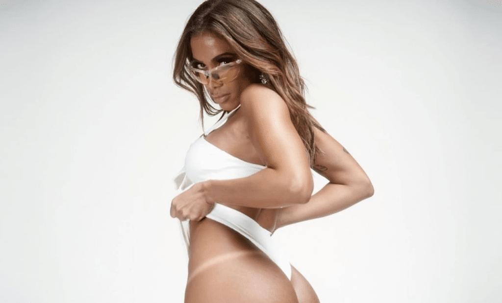 Fãs reclamam do conteúdo comportado de Anitta no OnlyFans (foto: Reprodução)