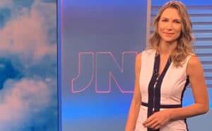 Titular do tempo no Jornal Nacional, Anne Lottermann já sofreu com comentários maldosos de colegas (foto: Reprodução)