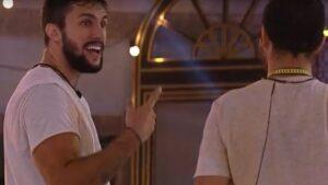 Arthur Picoli ficou surpreendido com o tamanho das pernas e da bunda de Pabllo Vittar (foto: Reprodução/TV Globo)