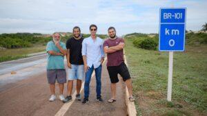 A equipe do documentário BR 101, que será exibido na nova faixa de documentários originais da GloboNews (foto: Globo/Divulgação)