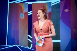 Ana Clara estreou seu primeiro programa na Globo, o Plantão BBB (foto: Globo/João Cotta)