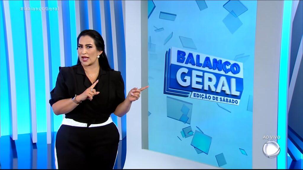 Fabíola Gadelha comandou o Balanço Geral de 3 de abril e fez o jornalístico ter o melhor desempenho do ano aos sábados (foto: Reprodução/Record)