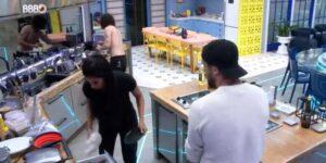 Higiene precária da cozinha VIP do BBB deixou os participantes revoltados (foto: Reprodução/TV Globo)