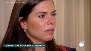 Cybelle Herminio, a viúva de Louro José, chorou ao relatar ofensas que tem recebido de populares e de jornalistas (foto: Reprodução/Record)