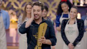 Dony de Nuccio estreou com o pé esquerdo no SBT: Bake Off Brasil - Celebridades não vingou na audiência (foto: Reprodução/SBT)