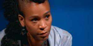 Karol Conká chorou em cenas de seu documentário (foto: Reprodução/TV Globo)