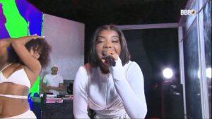A cantora Ludmilla aproveitou o show no BBB 21 para pedir mais respeito (foto: Reprodução/TV Globo)