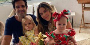Mica Rocha posou ao lado de sua família, que ganhará um novo integrante (foto: Reprodução)