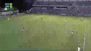 Jogadores desaparecem em campo durante transmissão do futebol em afiliada da Globo (foto: Reprodução/ TV Anhanguera)