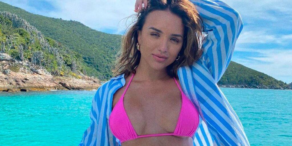 Nova apresentadora da Globo, Rafa Kalimann decidiu rebater críticas sobre o seu corpo (foto: Reprodução/Redes Sociais)