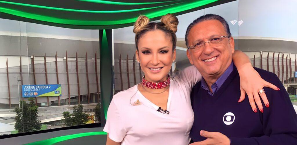 Claudia Leitte posa ao lado de Galvão Bueno no estúdio das Olimpíadas de 2016 (foto: Reprodução)