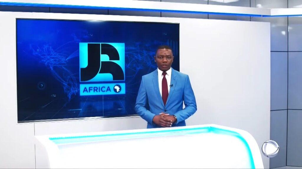 Simeão Mundula na derradeira edição do JR África, transmitida na noite de 20 de abril (foto: Reprodução/Record)