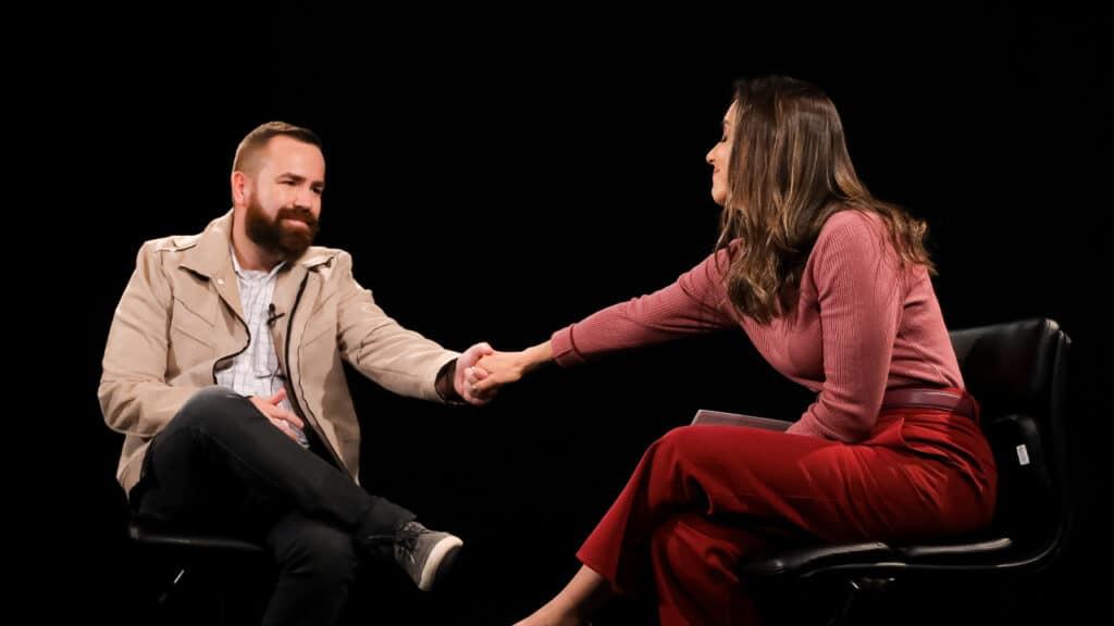 Livia Raick entrevista Leniel Borel, pai do menino Henry, para o Vem Pra Cá (foto: Beatriz Nadler/SBT)
