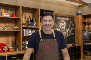 Edu Guedes é apresentador do programa The Chef na Band (foto: Kelly Fuzaro/Band)
