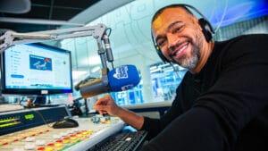 Denilson estreia como comentarista na rádio BandNews FM (foto: Jon Ricciardo/BandNews FM)