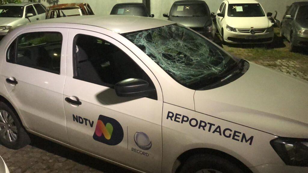 Equipe da Record é agredida ao chegar em restaurante para cobrir confusão (foto: Divulgação/NDTV)