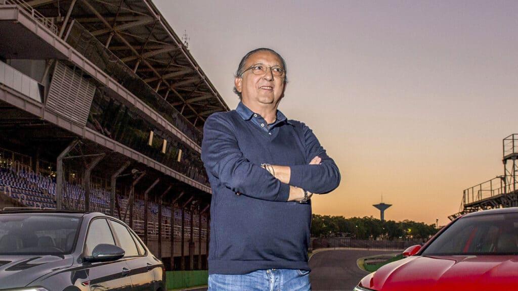 Após voltar ao trabalho presencial, Galvão Bueno terá novo cenário para o Bem, Amigos! (foto: Divulgação/Globo)