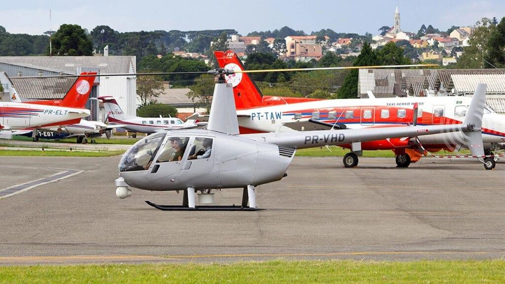 Piloto do helicóptero da Record no Rio de Janeiro foi atingido por tiro (foto: Lucas Gabardo/Jetphotos)