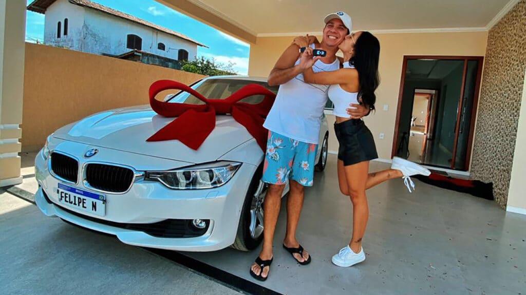 Isadora Nogueira presenteou o pai com uma BMW novinha (foto: Divulgação)