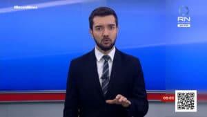 Jhonatan Mazini é um dos apresentadores da Record News; emissora venceu a GloboNews no domingo (foto: Reprodução)