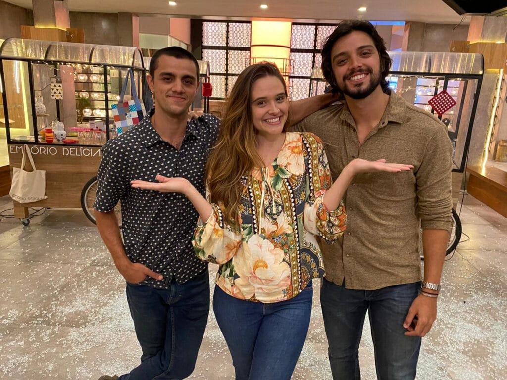 Os personagens Téo (Felipe Simas), Luna (Juliana Paiva) e Alejandro (Rodrigo Simas) de Salve-se Quem Puder (foto: Globo/Danilo Togo)