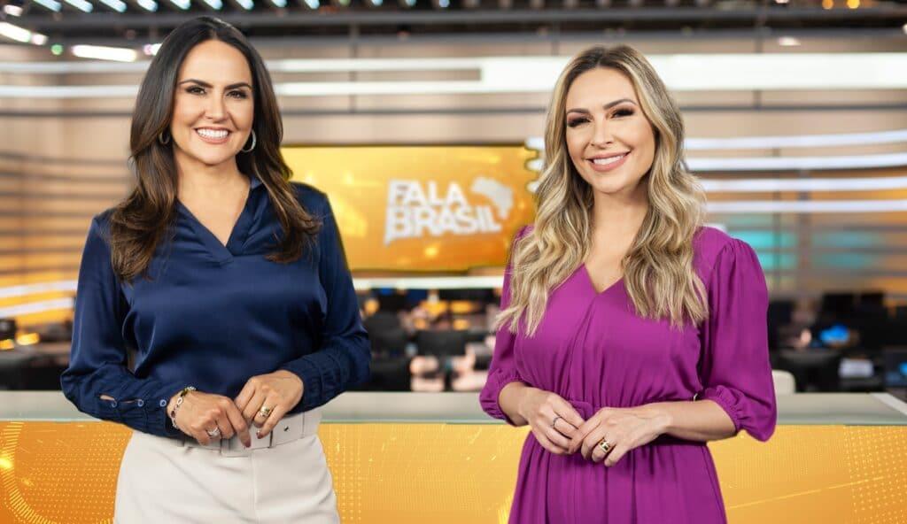 Carla Cecato e Thalita Oliveira posam no cenário do Fala Brasil: uma já foi demitida, a outra deve ser desligada em breve (foto: Antonio Chahestian/Record)
