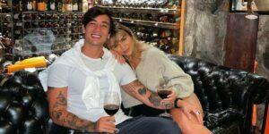 Daniel Caon e Rafa Kalimann completaram um ano de namoro (foto: Reprodução)