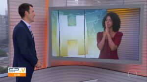 Maju Coutinho ficou sem graça após confundir os nomes de Fábio Turci e César Tralli (foto: Reprodução/TV Globo)