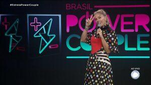 Adriane Galisteu no estúdio do Power Couple Brasil: pior audiência de estreia da história do reality (foto: Reprodução)