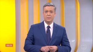 Roberto Kovalick se emocionou e chorou ao vivo ao comentar notícia no Hora 1 (foto: Reprodução/TV Globo)