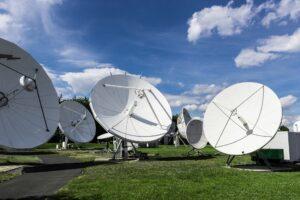 Sinais locais da Record e SBT são disponibilizados aos assinantes da SKY (foto: Reprodução)