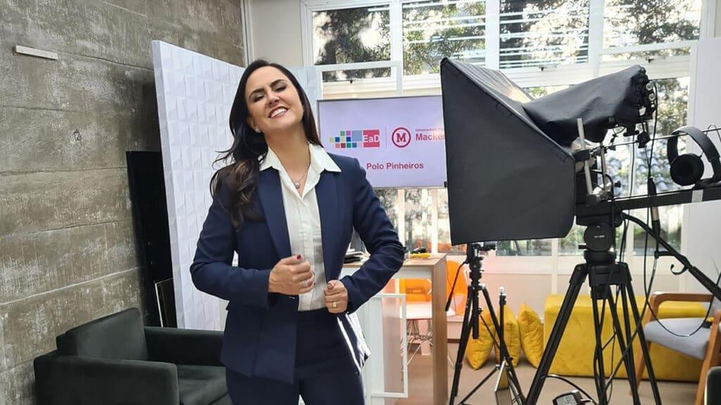 Carla Cecato comemora novos desafios profissionais após demissão da Record (foto: Reprodução/Instagram)