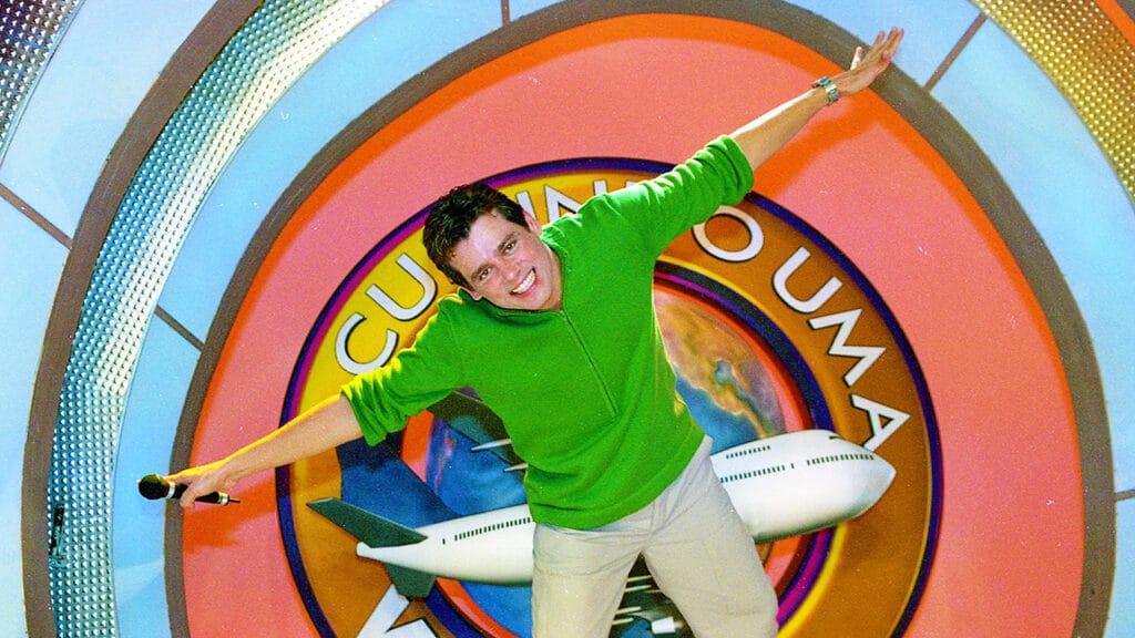 Celso Portiolli apresentou o Curtindo uma Viagem em 2001 no SBT (foto: SBT/Divulgação)
