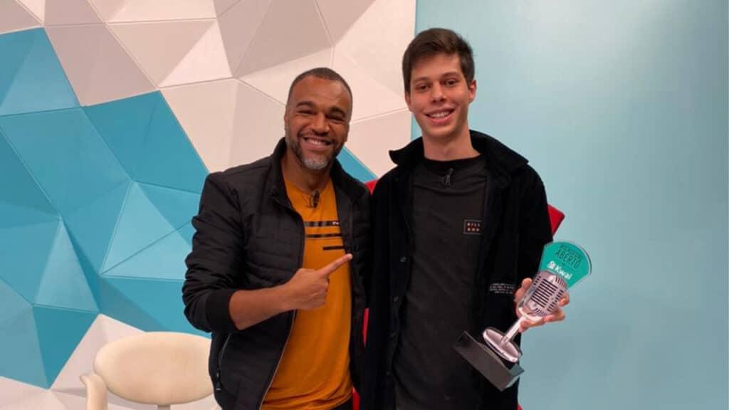 Denilson e João Pedro Sgarbi, o novo comentarista do Jogo Aberto (foto: Reprodução/Twitter)
