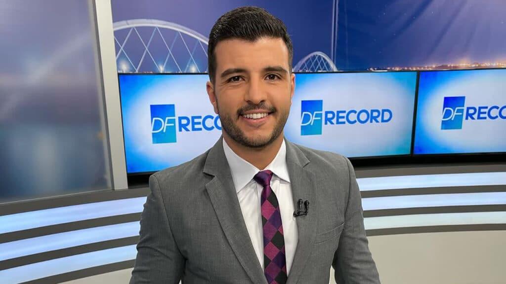 Matheus Ribeiro no estúdio do DF Record (foto: Reprodução/Instagram)
