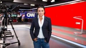 Renata Afonso é a nova CEO da CNN Brasil; emissora estaria com planos de ir para a TV aberta (foto: Divulgação/Kelly Queiroz)
