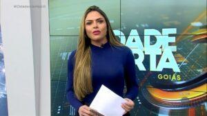 Silvye Alves voltou ao comando do Cidade Alerta após ser agredida pelo ex-namorado (foto: Reprodução/Record Goiás)