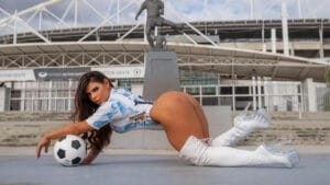 Suzy Cortez levou água do banho para Lionel Messi (foto: Divulgação)