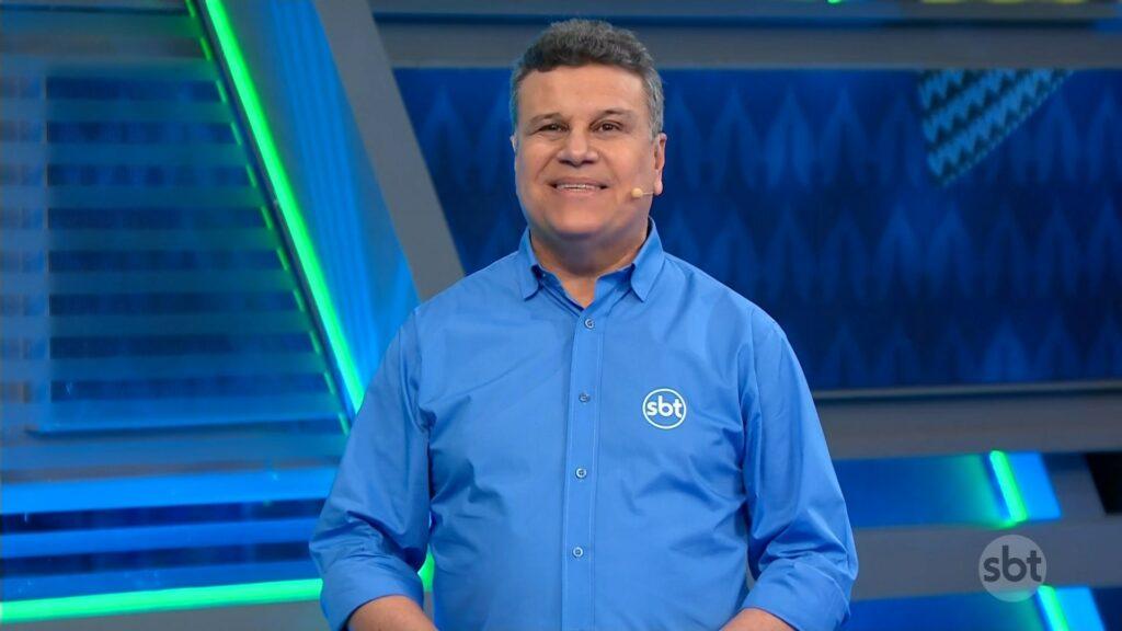 Téo José foi o narrador da estreia da Copa América no SBT (foto: Reprodução/SBT)