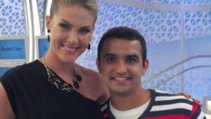 Ana Hickmann e Thiago Ventura nos bastidores do Tudo é Possível em 2012 (foto: Reprodução)