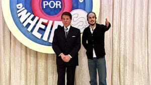 Silvio Santos recebe Marcos Mion no Topa Tudo por Dinheiro (foto: SBT/Divulgação)