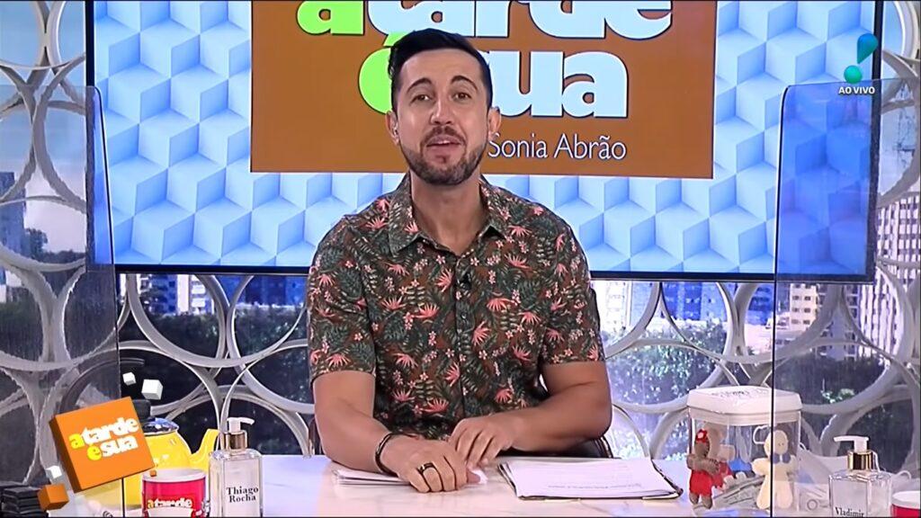 Thiago Rocha entrou na mira da Record para reforçar o Balanço Geral Manhã (foto: Reprodução/RedeTV!)