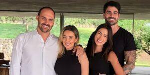 Adriana Sant'Anna e seu marido, Rodrigão, posam ao lado de Eduardo e Heloísa Bolsonaro (foto: Divulgação)