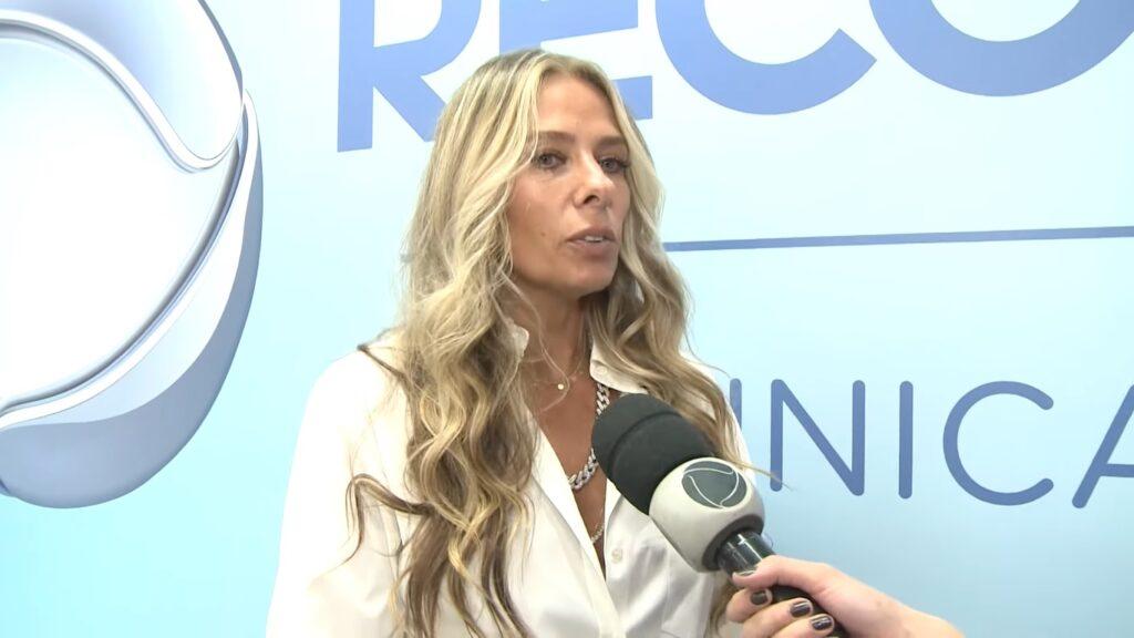 Adriane Galisteu foi escolhida para apresentar A Fazenda 13 (foto: Reprodução/Record)