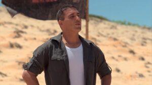 André Marques é o apresentador de No Limite: reality show está em queda livre (foto: Reprodução/TV Globo)